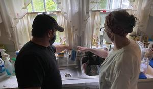 Electrician helps woman repair her home — for free