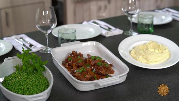 salisbury-steak-dinner-spread-620.jpg