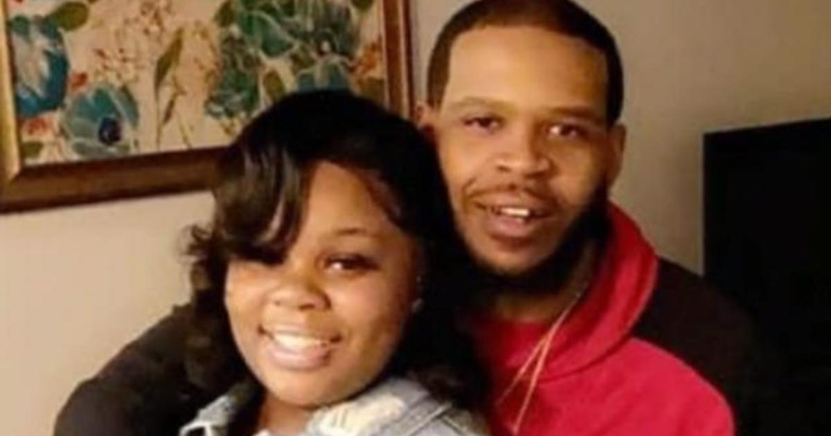 Body Camera Video In Breonna Taylor Case Appears To Show Possible Violation Of Police Policy Cbs News