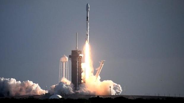 SpaceX Successfully Launches 60 Starlink Internet Satellites