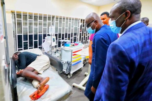 Lagos State Goveror Babajide Sanwo-Olu visits injured people at a hospital in Lagos