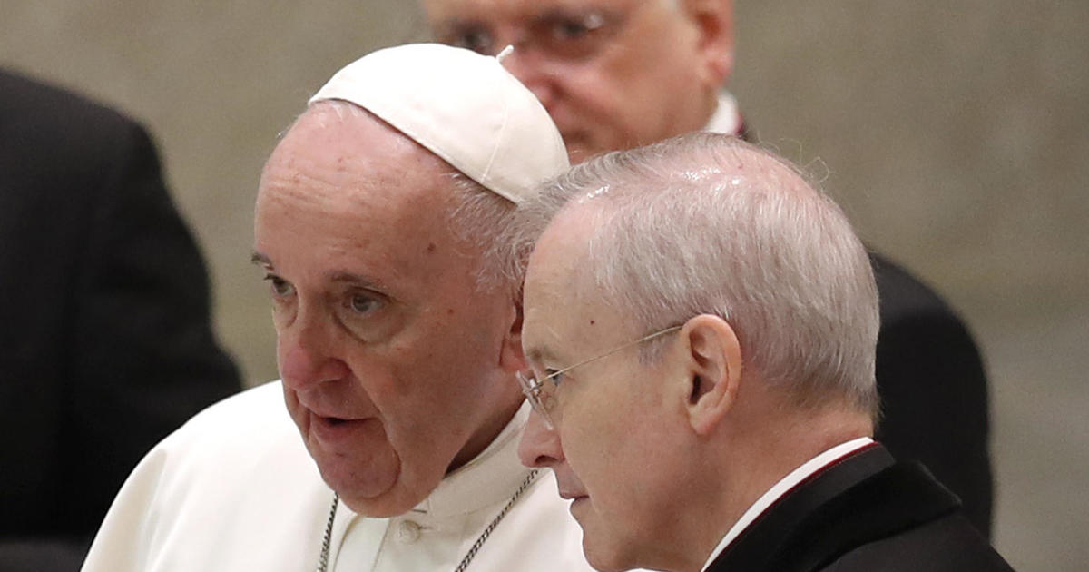 """Pope Francis continues to shun protective mask despite """"this lady called COVID"""""""
