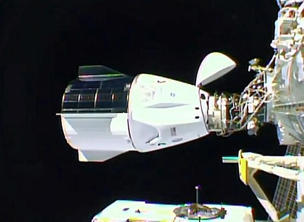 spacex-space-staiton-docking-111620.jpg