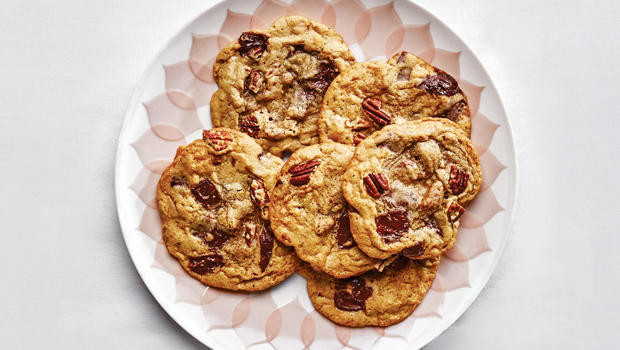 pecan-pumpkin-spice-chocolate-chip-cookies-bon-appetit-620.jpg