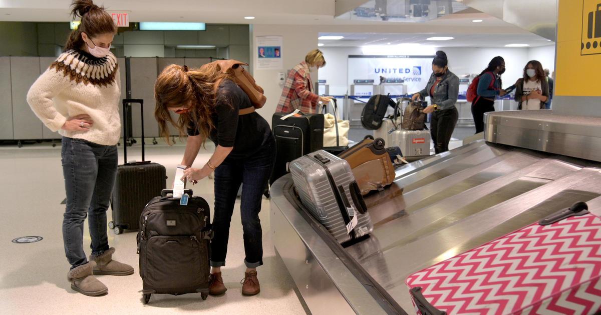 Millions of Americans traveling for Thanksgiving despite coronavirus warnings