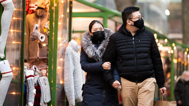 Masked shoppers in New York