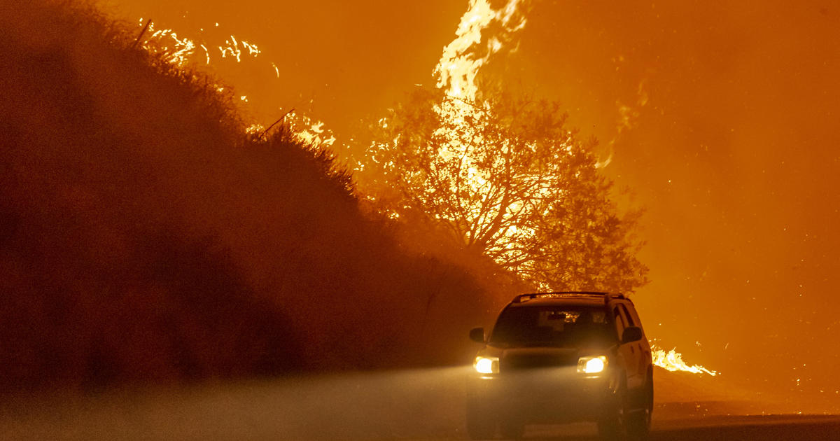 Thousands without power, hundreds evacuated as new fires erupt in California
