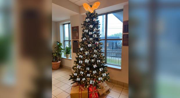 mobile-sheriff-christmas-tree.jpg