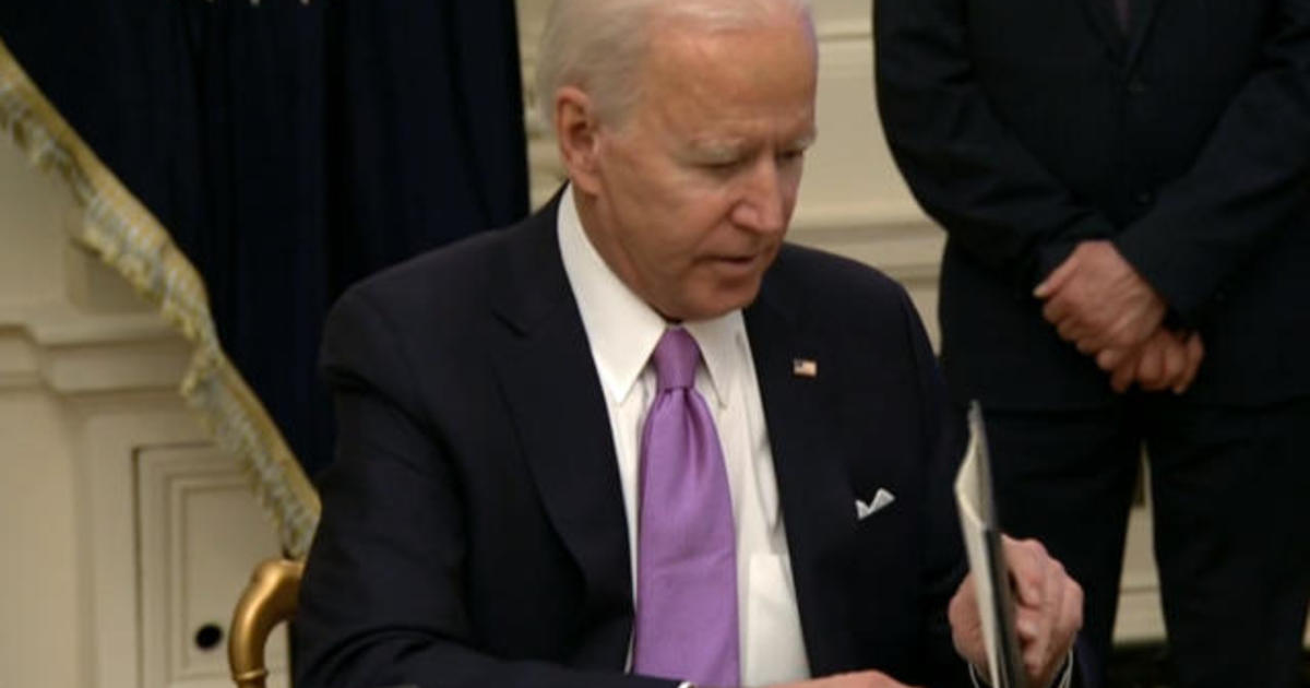 Biden launches sweeping coronavirus action on vaccines and masks