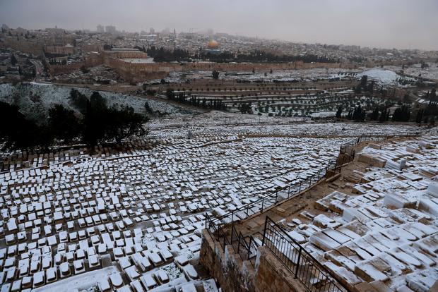 TOPSHOT-ISRAEL-WEATHER-SNOW