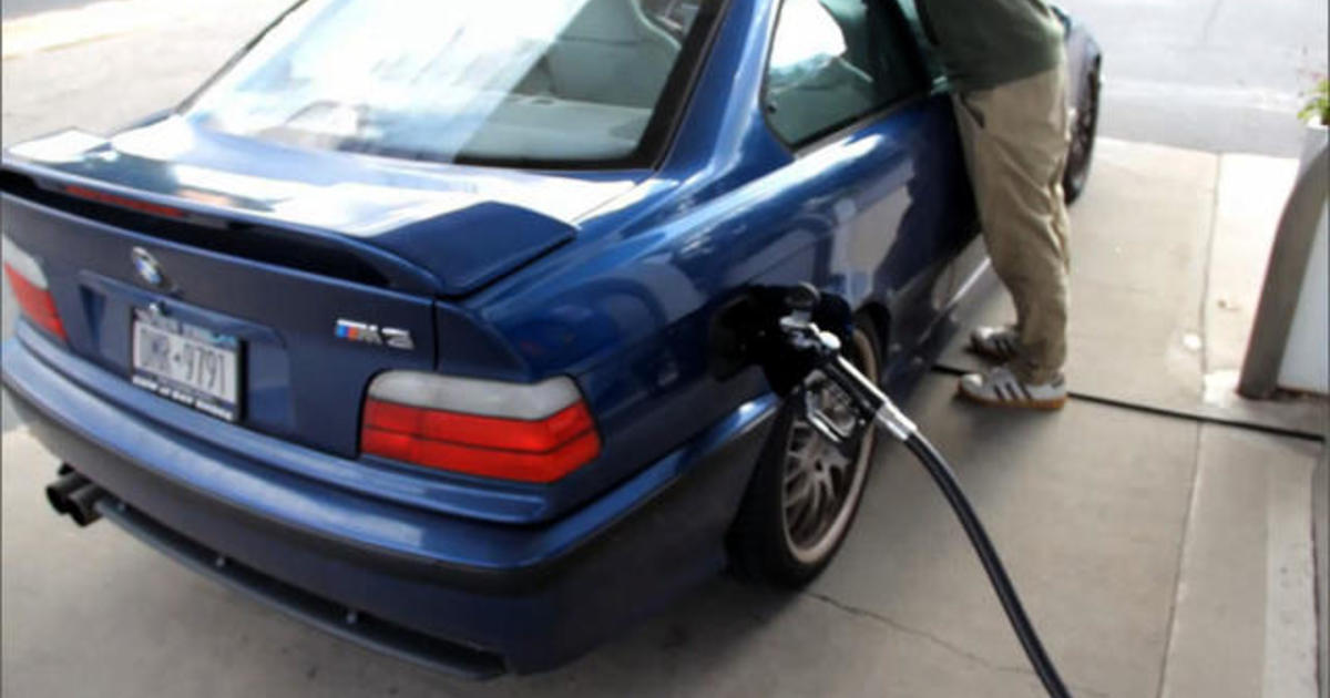 MoneyWatch: Oil prices decline; Ford announces recall