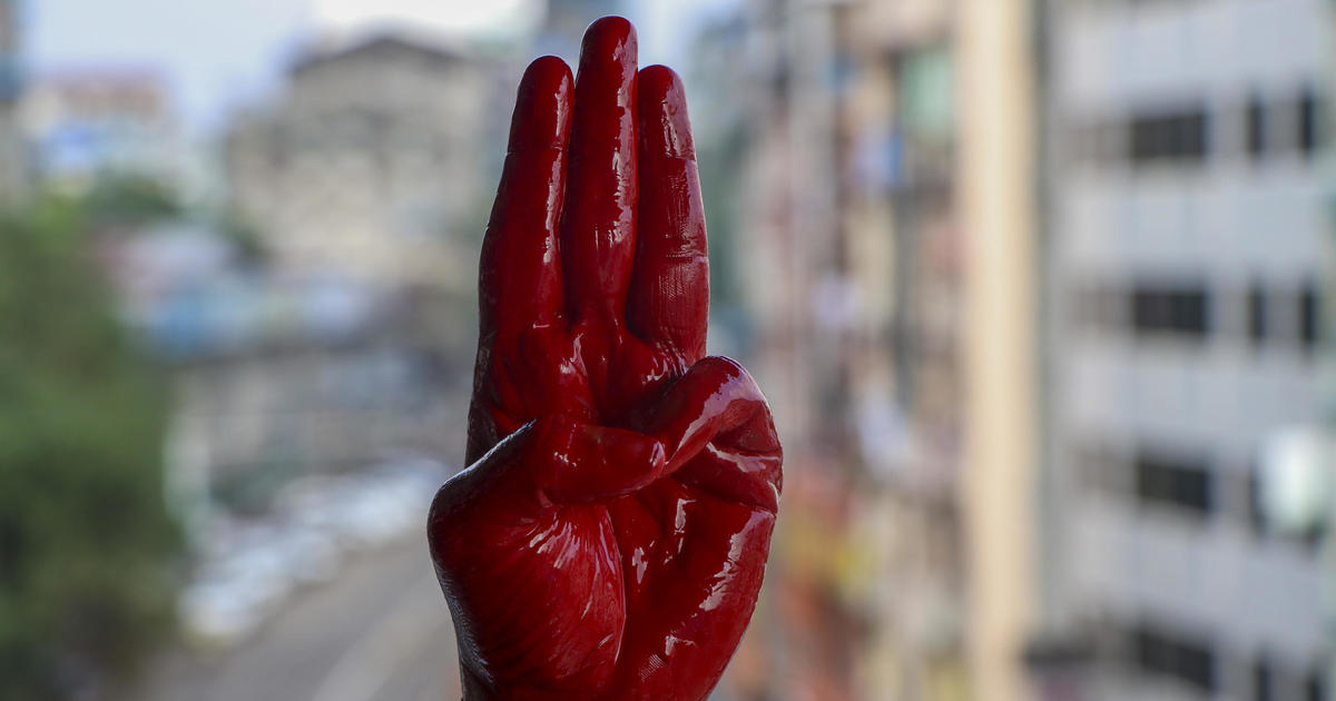 Petugas keamanan Myanmar menghapus lebih dari 80 di satu kota pada hari Jumat, kata kru thumbnail