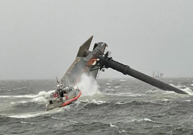 capsized-lift-boat-in-gulf-of-mexico-off-louisiana-041321.jpg