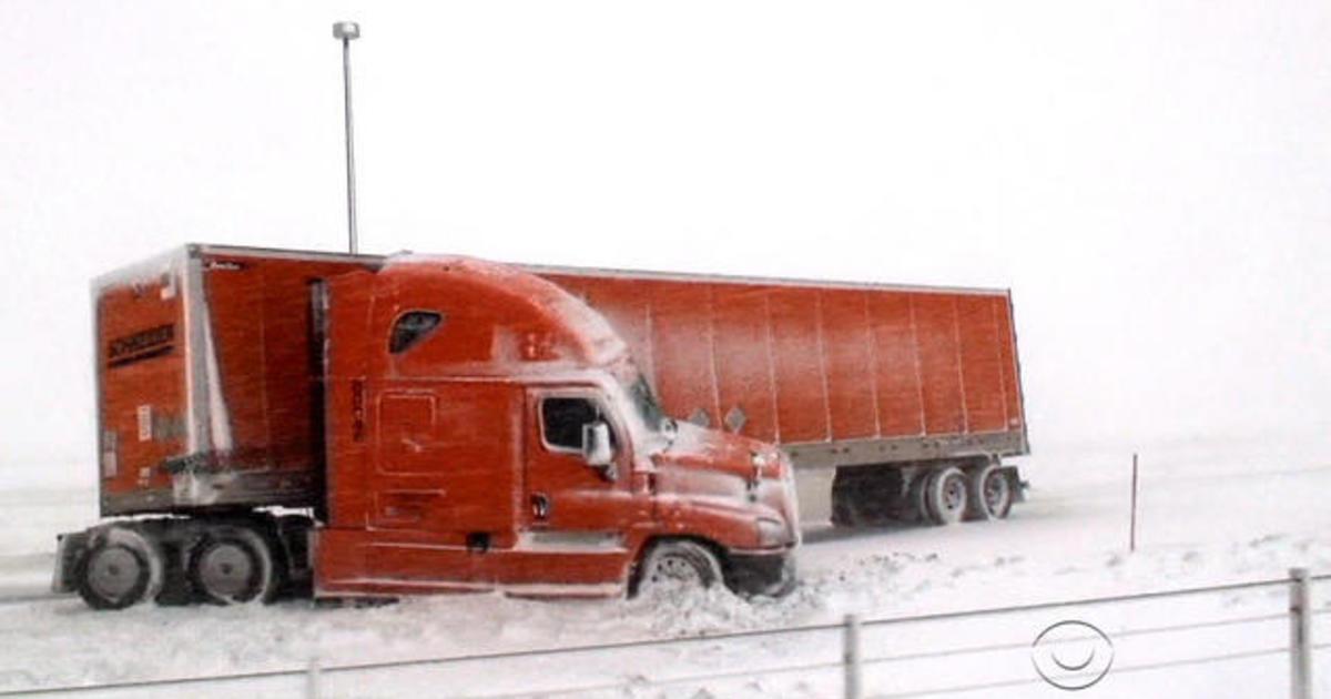 Major spring snowstorm hits central U.S.