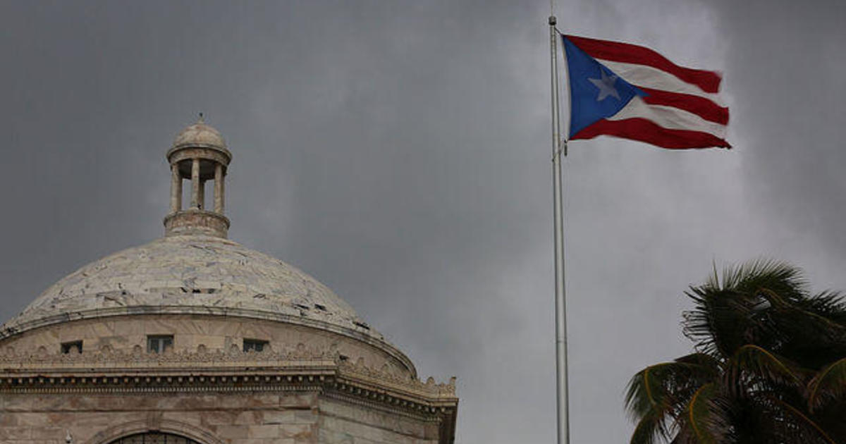 Puerto Rico's debt crisis worsens; Carnival Cruise Line docks in Cuba; Starbucks sued over ice in its drinks