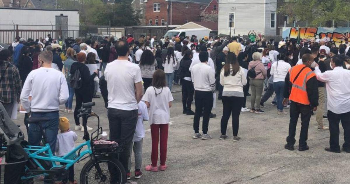 Crowd gathers in Chicago to remember Adam Toledo