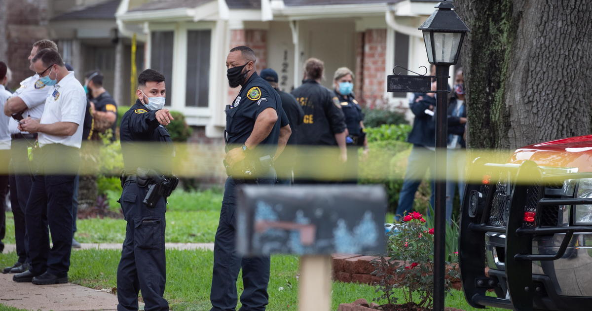 """5 charged in alleged smuggling operation after police find 97 undocumented people in Houston """"stash house"""""""