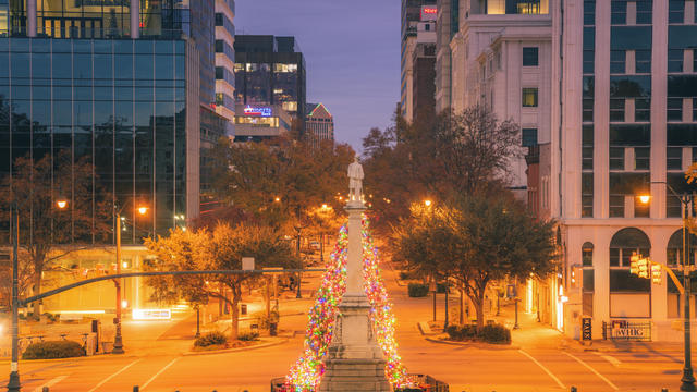 USA, South Carolina, Columbia, Illuminated monument at night