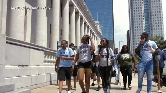 cbsn-fusion-chicago-community-group-helps-teens-from-under-resourced-neighborhoods-thumbnail-711072-640x360.jpg