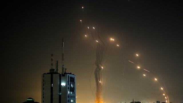 cbsn-fusion-israelis-and-palestinians-exchange-rocket-fire-as-tensions-escalate-thumbnail-713011-640x360.jpg