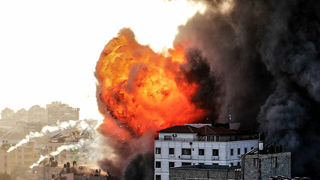 cbsn-fusion-un-says-israel-and-gaza-conflict-is-turning-into-a-full-scale-war-thumbnail-713515-640x360.jpg