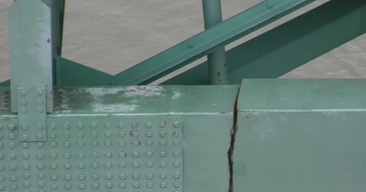Urgent 911 calls after major crack found in Interstate 40 bridge linking Arkansas and Tennessee