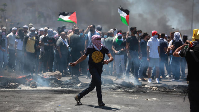 Palestinians in West Bank protest Israeli attacks