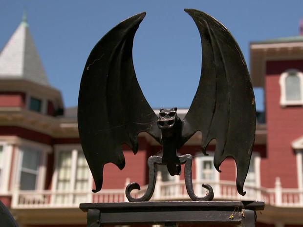bat-gate-1280.jpg