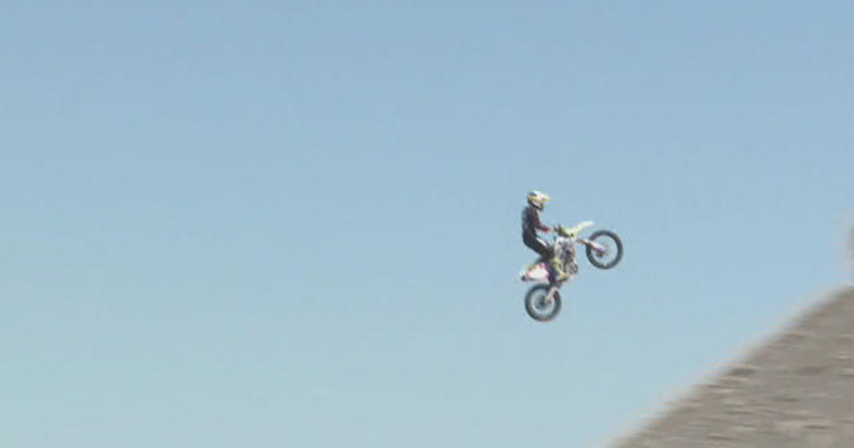 Daredevil Alex Harvill dies attempting world-record motorcycle jump