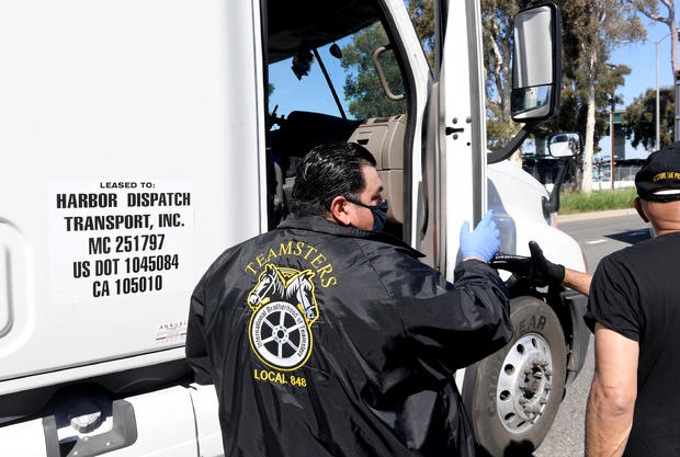 Teamsters Port Division Holds Massive Food Distribution To Feed Port Truck Drivers Impacted By COVID-19 Crises