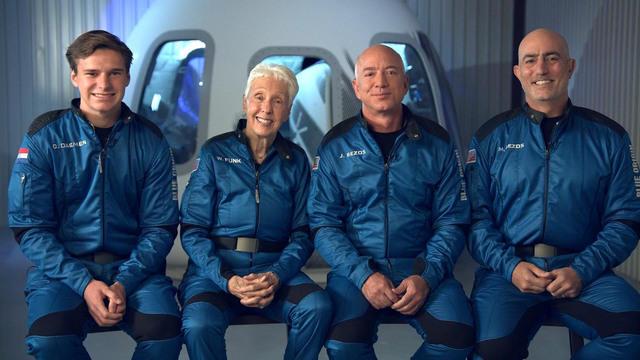 Jeff Bezos and Blue Origin crew members
