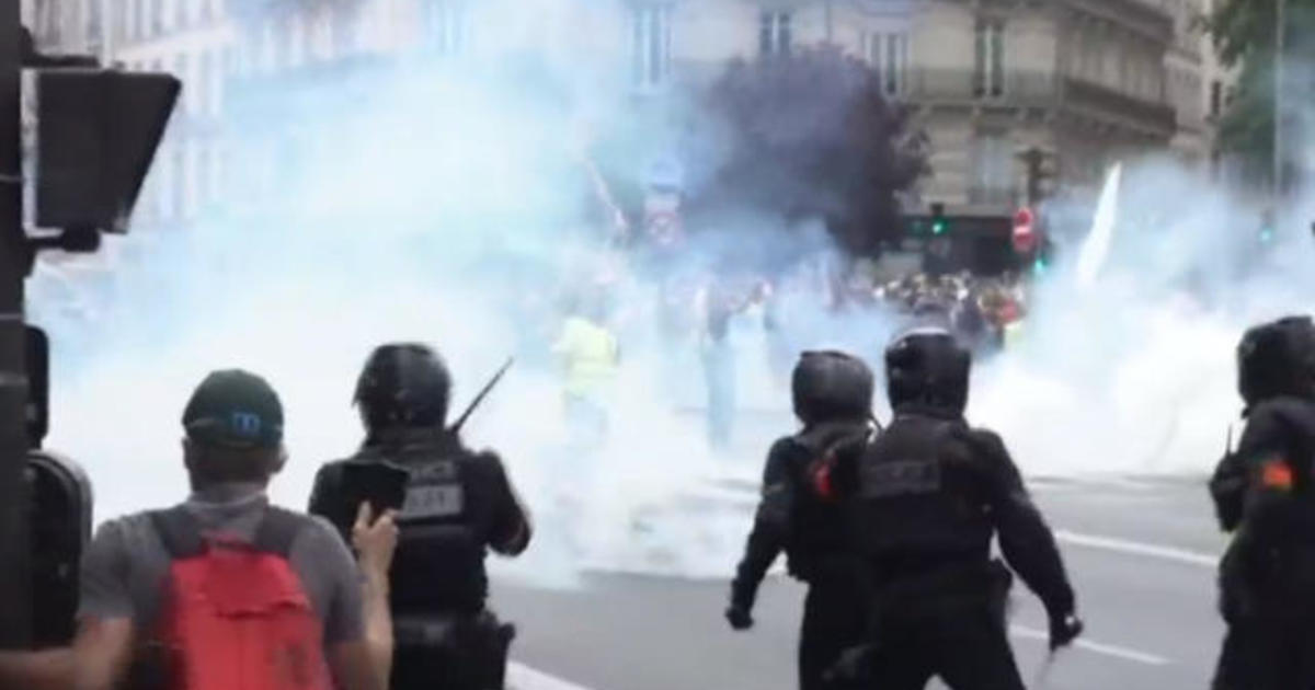 """Protesters march in Paris to oppose possible """"virus pass"""" mandate"""