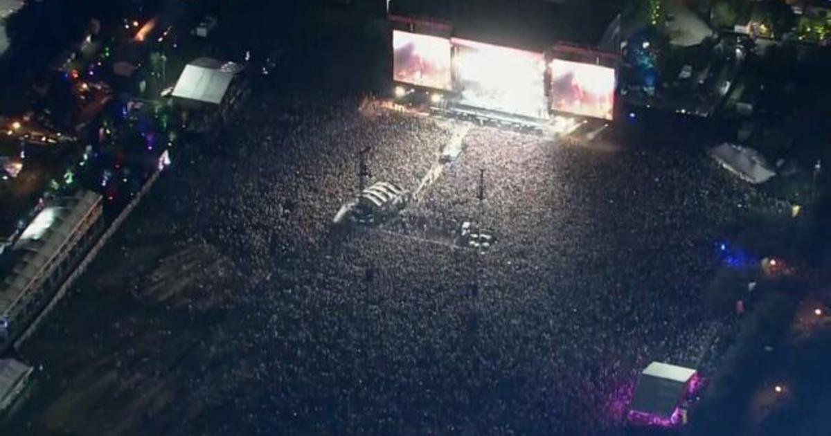 Delta variant poses COVID risks at massive lollapalooza music festival
