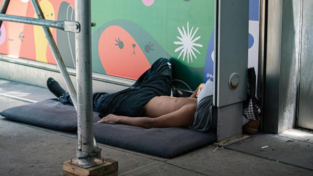 cbsn-fusion-new-york-city-struggles-to-manage-homeless-crisis-thumbnail-765131-640x360.jpg