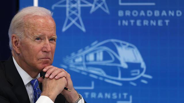 "President Biden Virtually Meets With Local Officials To Discuss Infrastructure Investment - Isu Utama ""CBS Evening News"" Untuk Selasa, 10 Agustus 2021"