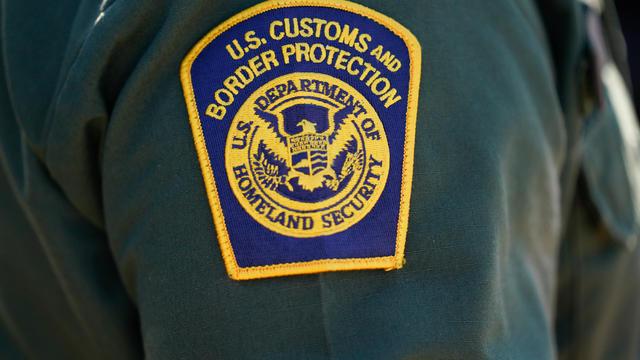 "Vice President Harris Tours El Paso Border Patrol Station - Isu Utama ""CBS Evening News"" Untuk Selasa, 10 Agustus 2021"