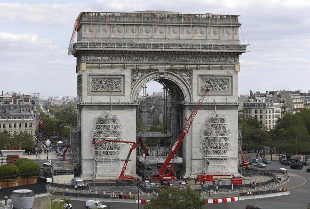 Arc de Triomphe art project