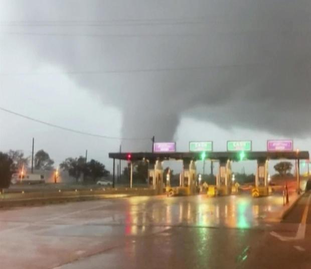 Tornado seen in Burlington, New Jersey