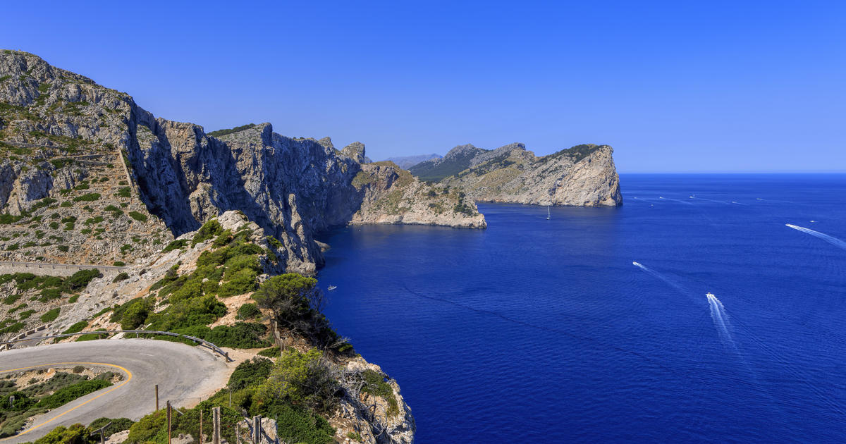 2 Americans fall to their deaths while scaling sea cliffs in Spain
