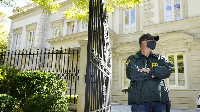 FBI raids D.C. home of Russian oligarch Oleg Deripaska (cbsnews.com)